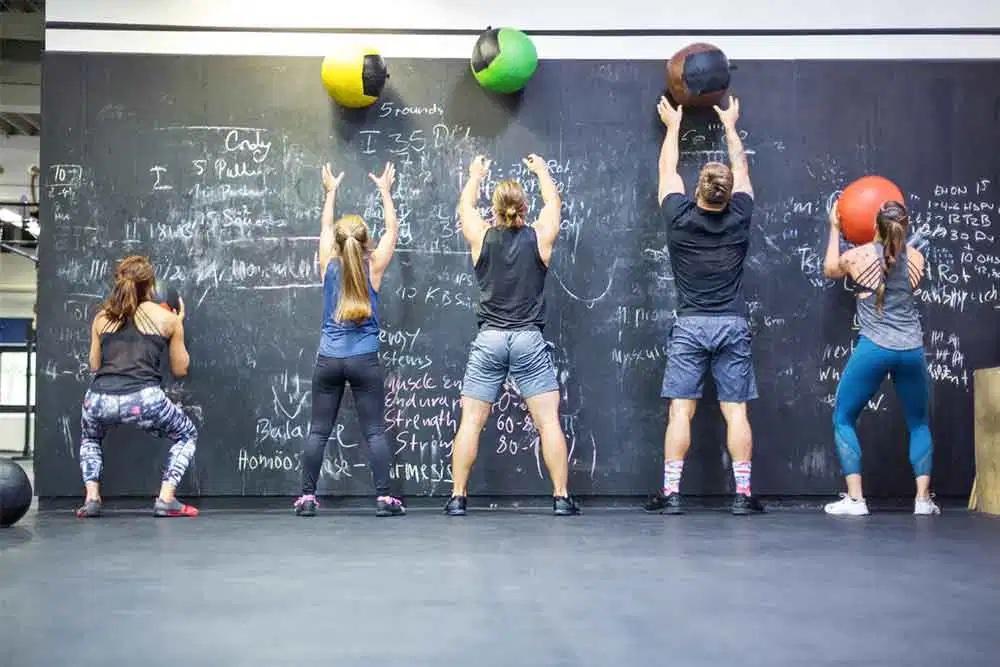 cross fit matériel et exercices wall balls